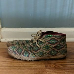 Sanuk chukka boots